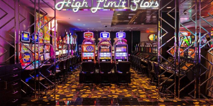 Factors to consider while selecting an online casino